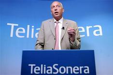 <p>Le directeur général de TeliaSonera, Lars Nyberg. L'opérateur télécoms scandinave a réalisé un bénéfice supérieur au consensus au troisième trimestre (à 9,8 milliards de couronnes suédoises, soit 957,3 millions d'euros), grâce à des réductions de coûts. /Photo prise le 24 juillet 2009/REUTERS/Britta Pedersen/Scanpix</p>