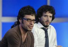 """<p>Actors Jemaine Clement (L) and Bret McKenzie (R) answer questions during the panel for the HBO series """"Flight of the Conchords"""" at the Television Critics Association Summer Press Tour in Los Angeles July 12, 2007. REUTERS/Phil McCarten</p>"""