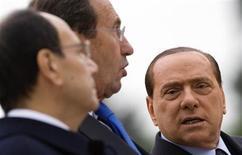 <p>Italian Prime Minister Silvio Berlusconi (R) talks with Senate speaker Renato Schifani (L) and Parliament speaker Gianfranco Fini during the celebration of the Italian Army's anniversary in Rome November 4, 2009. REUTERS/Tony Gentile</p>