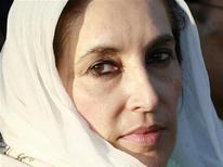 <p>Лидер пакистанской оппозиции Беназир Бхутто в Равалпинди 27 декабря 2007 года. 5 ноября 1996 года президент Пакистана снял с поста премьер-министра страны Беназир Бхутто, обвинив ее в коррупции, кумовстве и неумелом руководстве. REUTERS/Mian Khursheed</p>