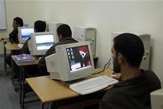 <p>Lavoro davanti al pc. REUTERS/Ali Jarekji</p>