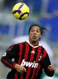 <p>Il fantasista brasiliano del Milan Ronaldinho all'Olimpico contro la Lazio. REUTERS/Max Rossi (ITALY SPORT SOCCER)</p>