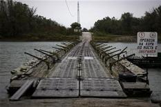<p>Un ponte verso l'isola di Persin, in Bulgaria REUTERS/Stoyan Nenov/Files</p>