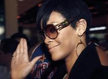 <p>Singer Rihanna waves to supporters during her arrival in Manila November 15, 2008. REUTERS/Cheryl Ravelo</p>