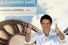 """<p>El cantante español Alejandro Sanz promociona su nuevo disco """"Paraíso Express"""" en Madrid, 10 nov 2009. El español Alejandro Sanz presentó el martes en Madrid """"Paraíso Express"""", el octavo disco de su carrera y cuyo tema principal es un dueto interpretado junto a la cantante estadounidense Alicia Keys. En plena madurez y tres años después de """"El tren de los momentos"""", Sanz entregó un álbum que busca recuperar """"espíritu de los primeros discos"""" y en el que refleja su clásico estilo flamenco y una mezcla de pop y rock. REUTERS/Sergio Perez</p>"""
