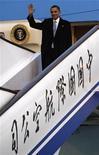 <p>El presidente de Estados Unidos, Barack Obama, en Pekín, 16 nov 2009. El llamado del presidente de Estados Unidos, Barack Obama, a que haya libertad de internet en China, se encontró con el recelo y el pesimismo de muchos usuarios chinos de la web, lo que podría indicar que su intento por ganarse a la juventud aún tiene un camino por recorrer. Algunos fueron intensamente patrióticos en sus comentarios, citando el estatus de China como el mayor acreedor del Gobierno de Estados Unidos como una razón para la educada apertura de Obama, en una especie de mitin con estudiantes de Shanghái. REUTERS/Jim Young</p>
