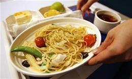 <p>A waitress serves a meal in a file photo. REUTERS/Nicky Loh</p>