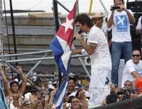 """<p>Foto de archivo del concierto del cantautor colombiano Juanes en la Plaza de la Revolución en La Habana, 20 sep 2009. Los mayores """"promotores"""" de un concierto organizado este año en La Habana por el músico colombiano Juanes fueron sus detractores, dijo el lunes un escritor cubano que prepara un libro sobre el polémico evento que buscó aliviar la tensión política entre Cuba y Estados Unidos. REUTERS/Desmond Boylan</p>"""