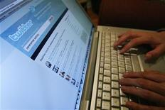 <p>La pagina di Twitter aperta su un laptop. REUTERS/Mario Anzuoni</p>