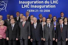 <p>Imagen de archivo de ministros durante la inauguración del Gran Colisionador de Hadrones en Ginebra, el 21 de octubre del 2008. REUTERS/Laurent Gillieron</p>