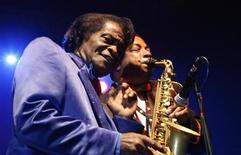 <p>U.S. singer James Brown (L) performs in Zagreb November 5, 2006. REUTERS/Nikola Solic</p>