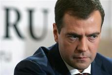 <p>Дмитрий Медведев на интернет-конференции в Москве 5 марта 2007 года. Россия.рф - главное имя в новом кириллическом домене - пока останется незанятым, но купить его будет невозможно. REUTERS/Sergei Karpukhin</p>