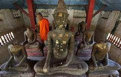 <p>Phra Athikansadaeng Premasilo, a 77-year-old abbot of Wat Dong Wai, observes headless Buddha statues after the theft of heads of Buddha sandstone images on November 19 in the ancient Thai capital of Ayutthaya, about 80 km (50 miles) north of Bangkok, November 25, 2009. REUTERS/Sukree Sukplang</p>