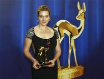 """<p>Kate Winslet voltou nesta quinta-feira para um estúdio alemão de cinema onde foi rodado o filme """"O Leitor"""" para aceitar o prêmio Bambi 2009 de melhor atriz estrangeira, em Potsdam, na Alemanha. REUTERS/Thomas Peter</p>"""