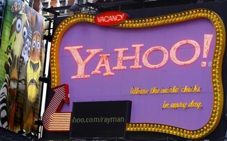 A Yahoo! sign is seen in New York's Times Square November 18, 2008. REUTERS/Brendan McDermid