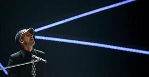 <p>Canadian singer Daniel Powter performs on stage at the MTV Video Music Awards Japan 2007 in Saitama, north of Tokyo, May 26, 2007. REUTERS/Kiyoshi Ota</p>