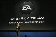 <p>Глава Electronic Arts Джон Ричителло выступает с презентацией на выставке Electronic Entertainment Expo в С Лос-Анджелесе 1 июня 2009 года. Один из крупнейших издателей компьютерных игр Electronic Arts Inc ожидает более значительного, чем ожидалось ранее, сокращения рынка в 2009 году, сказал исполнительный директор компании Джон Риччителло в среду вечером. REUTERS/Mario Anzuoni</p>