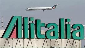 """<p>Логотип Alitalia садится в аэропроту """"Фиумичино"""" в Риме 18 ноября 2008 года. Коллекция картин художников-футуристов и других представителей современной живописи, принадлежащая итальянскому авиаперевозчику Alitalia, ушла с молотка за 1,2 миллиона евро, сообщил аукционный дом в среду. REUTERS/Chris Helgren</p>"""
