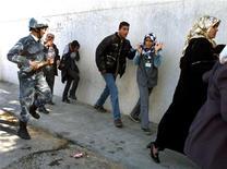 <p>Immagine d'archivio di un poliziotto libico a Tripoli. DB/CLH/</p>