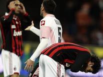 <p>Milan, de Alexandre Pato, perdeu por 2 x 0 em casa para o Palermo após série de vitórias. REUTERS/Stefano Rellandini</p>