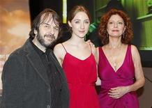 "<p>Director Peter Jackson (L) of New Zealand poses for photographers with actresses Saoirse Ronan (C) of Ireland and Susan Sarandon on the red carpet at the Australian premiere of the film ""The Lovely Bones"" in Sydney December 10, 2009. REUTERS/Daniel Munoz</p>"
