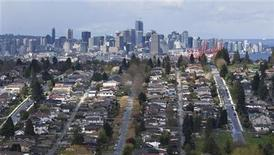 <p>Downtown Vancouver is seen from Burnaby, British Columbia, April 28, 2008. REUTERS/Andy Clark</p>