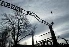 "<p>L'insegna ""Arbeit Macht Frei"" rubata oggi ad Auschwitz. REUTERS/Katarina Stoltz</p>"