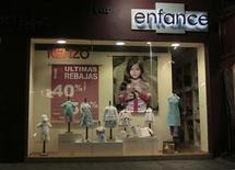 <p>A store offers 40 to 50 percent discount on its products in Mexico City February 22, 2009. REUTERS/Henry Romero</p>