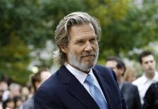 "<p>Cast member Jeff Bridges poses at the gala screening of ""The Men Who Stare at Goats"" at Roy Thomson Hall during the 34th Toronto International Film Festival September 11, 2009. REUTERS/Mario Anzuoni</p>"