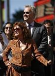 <p>Актерская пара Тим Роббинс и Сьюзан Сэрандон на Аллее Славы в Голливуде 10 октября 2008 года. Голливудская пара Тим Роббинс и Сьюзан Сэрандон распалась после более чем 20 лет совместной жизни, сообщили представители актрисы. REUTERS/Mario Anzuoni</p>
