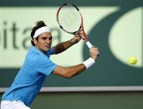 <p>Foto de arquivo de 2 de janeiro de 2010 de Roger Federer. O suíço disse nesta segunda-feira estar orgulhoso de ter recuperado seu status de tenista número um do mundo e que quer permanecer no topo do ranking pelo maior tempo possível. REUTERS/Karl Jeffs</p>