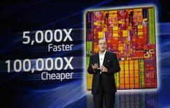 <p>Le directeur général d'Intel, Paul Otellini. Le numéro un mondial des semi-conducteurs a dévoilé une série de nouvelles puces pour ordinateurs lors du salon de l'électronique grand public de Las Vegas, le Consumer Electronics Show (CES). /Photo prise le 7 janvier 2010/REUTERS/Mario Anzuoni</p>