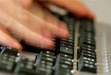 <p>Frédéric Mitterrand a officiellement installé la Haute Autorité pour la diffusion des oeuvres et la protection des droits sur internet (Hadopi) chargée de lutter contre le piratage sur le net. /Photo d'archives/REUTERS</p>