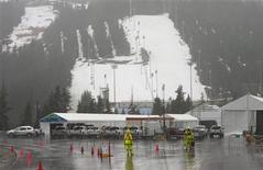 <p>A montanha que será usada para a competição de sky freestyle nas Olimpíadas de Inverno de 2010 debaixo de uma forte chuva no oeste de Vancouver, Canadá, 13 de janeiro de 2010. Muitos dias de chuva levaram as autoridades a fechar a montanha para preservar a neve para os Jogos, que começam no dia 12 de fevereiro. REUTERS/Andy Clark</p>