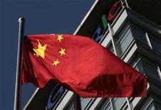 <p>Bandiera cinese davanti al quartier generale di Google a Pechino. REUTERS/Alfred Jin</p>