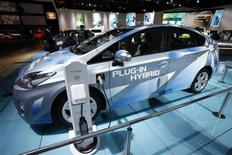 <p>The Toyota Prius Plug-In Hybrid car is attached to an electric outlet at the 2010 North American International Auto Show during press days in Detroit, Michigan January 12, 2010. REUTERS/Mark Blinch</p>