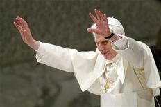<p>A poche ore dall'attesa visita nella sinagoga di Roma, Papa Benedetto XVI ha detto che l'appuntamento di oggi costituisce una ulteriore tappa nel cammino di amicizia tra cattolici ed ebrei. REUTERS/Alessia Pierdomenico</p>