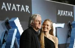 """<p>Director of the movie James Cameron and his wife Suzy Amis pose at the premiere of """"Avatar"""" at the Mann's Grauman Chinese theatre in Hollywood, California in this December 16, 2009 file photo. REUTERS/Mario Anzuoni</p>"""