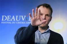 """<p>Марк Уэбб позирует фотографам на 35ом фестивале американского кино в Довиле, Франция, 6 сентября 2009 года. Режиссером четвертого фильма киносаги о """"Человеке-пауке"""" станет Марк Уэбб, сообщила кинокомпания Columbia Pictures. REUTERS/Pascal Rossignol</p>"""