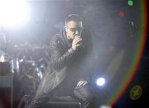 <p>Lead singer Bono of the rock band U2 performs during a concert at Rose Bowl in Pasadena, California, in this October 25, 2009 file photo. REUTERS/Mario Anzuoni/Files</p>