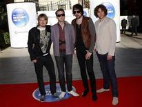 <p>Foto de archivo de los miembros del grupo británico Kasabian a su llegada a los premios Mercury en Londres, sep 8 2009. Los grupos masculinos tomaron la batuta el lunes en las nominaciones a los premios NME, donde Arctic Monkeys aparece en seis categorías, Kasabian en cinco y Muse en cuatro. REUTERS/Andrew Winning</p>