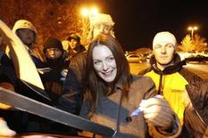 "<p>Cast member Julianne Moore signs autographs at the premiere of ""The Kids Are All Right"" during the 2010 Sundance Film Festival in Park City, Utah January 25, 2010. REUTERS/Mario Anzuoni</p>"