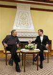 <p>Президент России Дмитрий Медведев общается с кубинским лидером Раулем Кастро в официальной резиденции в Завидово 29 января 2009 года. В 2009 году в Россию с официальным визитом прилетел Рауль Кастро. Это был первый визит кубинского лидера в страну со времен окончания Холодной войны. REUTERS/RIA Novosti/Pool</p>