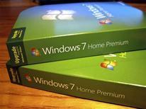 <p>Microsoft fait état d'un bond de 60% de son résultat au titre de son deuxième trimestre fiscal, porté par les ventes de son système d'exploitation Windows 7 et s'attend à une reprise des investissements technologiques cette année. /Photo prise le 22 octobre 2009/REUTERS/Rick Wilking</p>