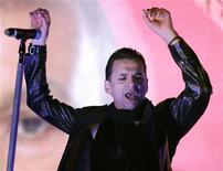 """<p>Вокалист Depeche Mode Дэйв Гэан во время концерта в Торонто 24 июля 2009 года. Культовая британская группа Depeche Mode выступит в рамках мирового турне """"Tour of the Universe"""" в """"Олимпийском"""" в субботу 6 февраля. REUTERS/ Mike Cassese</p>"""