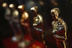 """<p>Oscar statuettes are displayed at the """"Meet the Oscars, Chicago"""" event February 13, 2009. REUTERS/John Gress</p>"""