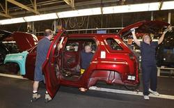 <p>CAMI Automotive Inc. employees assemble a 2010 GMC Terrain after a C$90 million investment announcement was made in Ingersoll November 9, 2009. REUTERS/Mike Cassese</p>