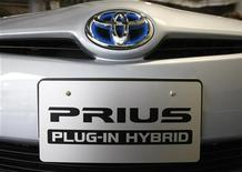 <p>Primo piano di una Prius. REUTERS/Issei Kato (JAPAN - Tags: TRANSPORT BUSINESS ENERGY ENVIRONMENT)</p>