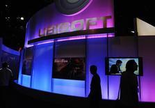 <p>Le chiffre d'affaires d'Ubisoft resort en baisse de 2,7% au troisième trimestre 2009 et l'éditeur de jeux vidéos confirme ses prévisions pour l'ensemble de l'exercice. /Photo d'archives/REUTERS/Phil McCarten</p>