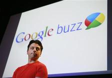 <p>O cofundador do Google, Sergey Brin, apresenta o Buzz em evento na Califórnia. REUTERS/Robert Galbraith</p>